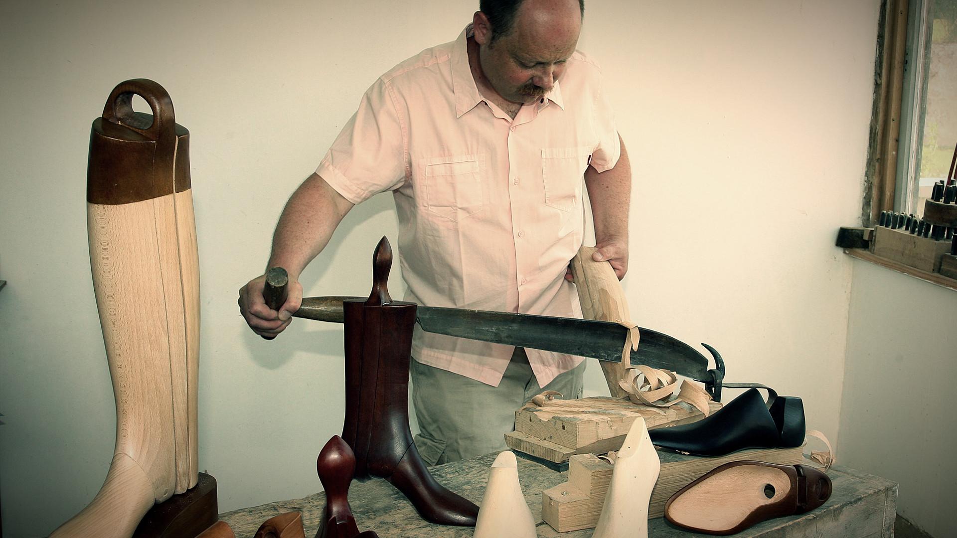 Slide Hervé Brunelle - trees shoes shaper